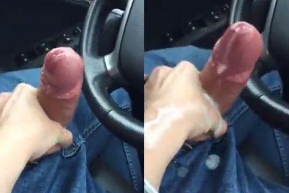 Batendo punheta no motorista do Uber