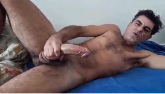 Homem velho da pica grande se masturbando