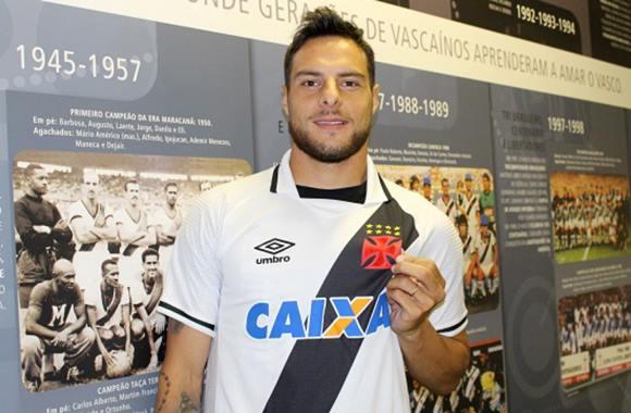 Jogador Leandro Desábato pelado mostrando a rola