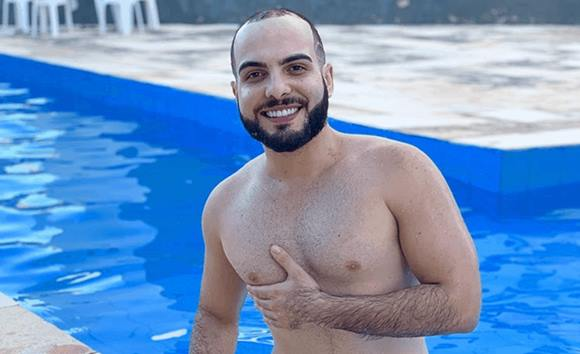 Ex-BBB Mahmoud pelado mostrando a rola dura
